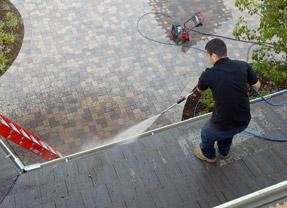 1st Class Gutter Cleaning